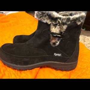 Shoes - Women's fur lined boots